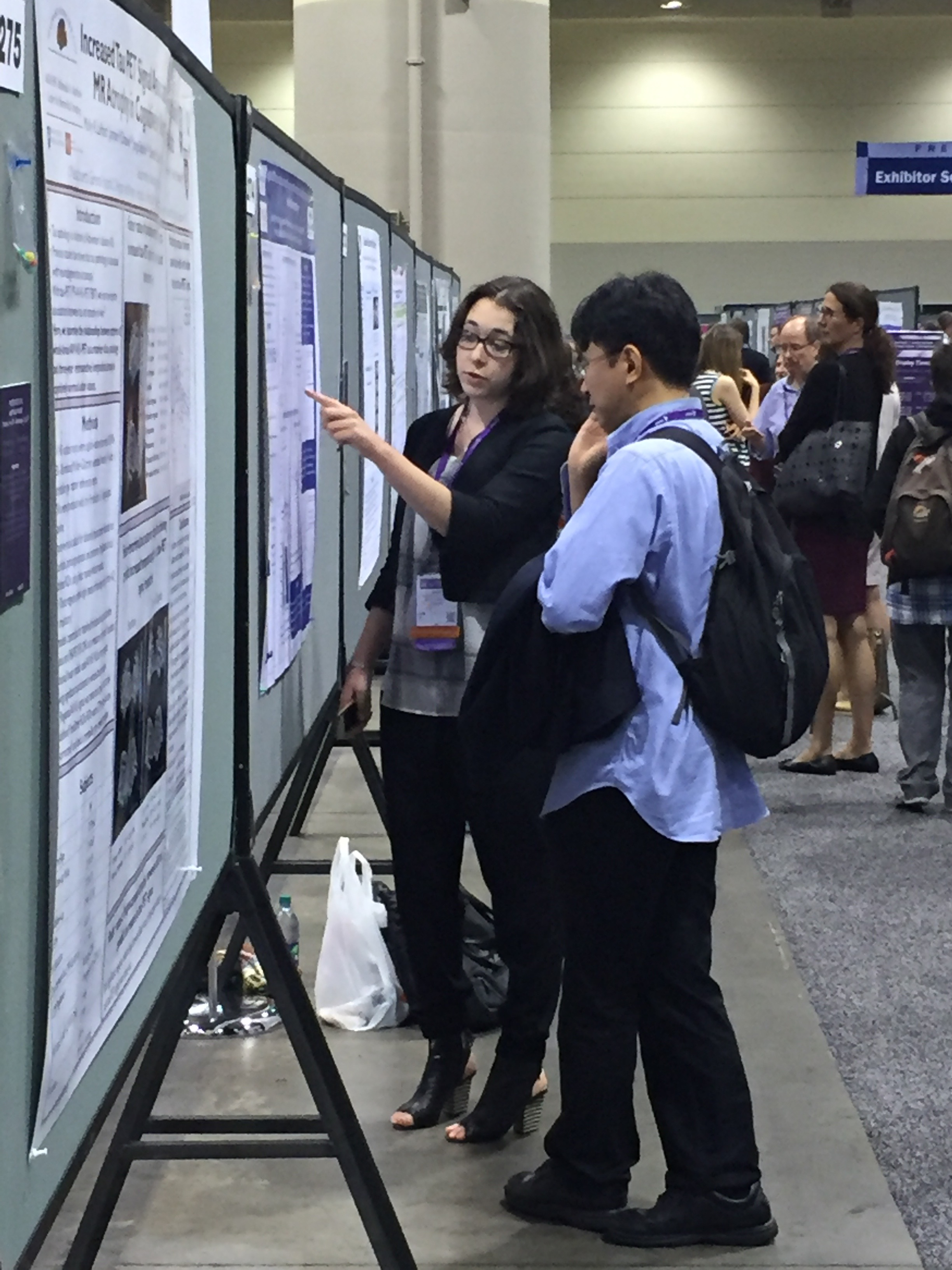 Alexa Pichet Binette presenting her poster at AAIC